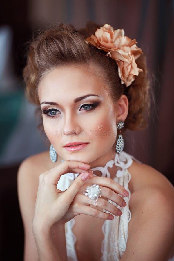 Portret van nadenkende bruid royalty-vrije stock afbeelding