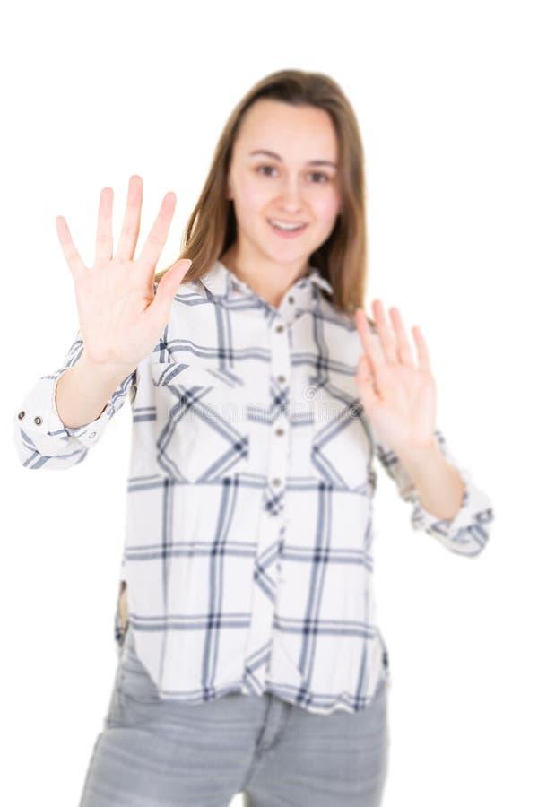 Portret van onzekere droevige verstoorde teleurgestelde verwarde vrouw het aantonen hand dat op wit wordt geïsoleerd stock afbeeldingen