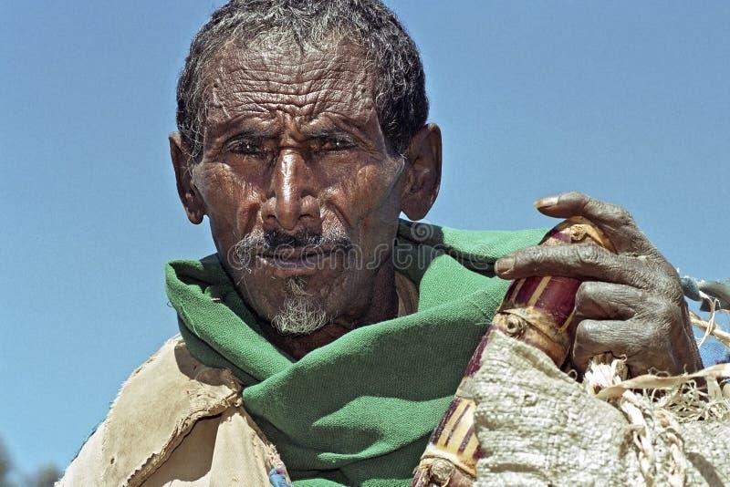 Portret van oude Ethiopiër met doorstaan gezicht stock afbeelding