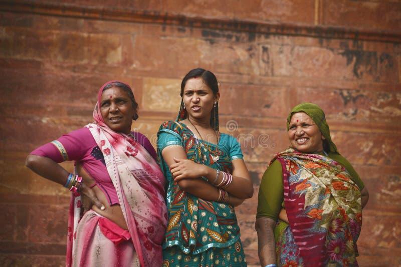 Portret van Rajasthani-vrouw dichtbij Agra-Fort, tijdens heilig festival stock foto's