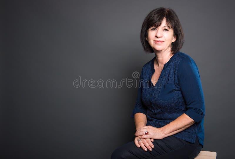Portret van Rijp, Vriendschappelijk, donker-Haired, Vrouw royalty-vrije stock afbeelding