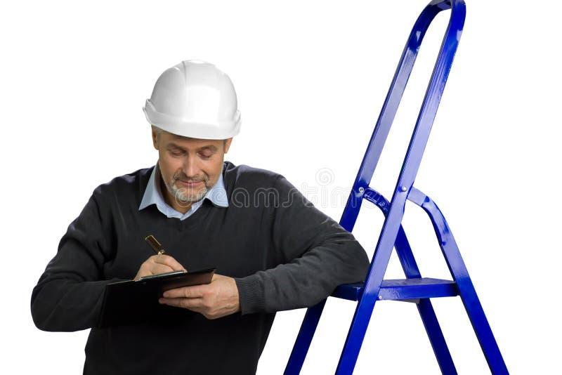 Portret van rijpe bouwinspecteur stock afbeeldingen