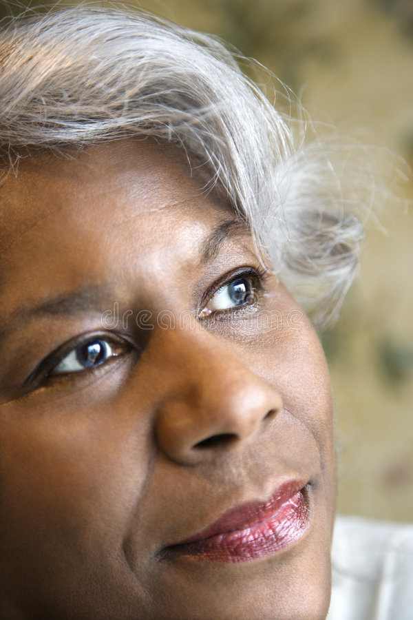 Portret van rijpe vrouw.