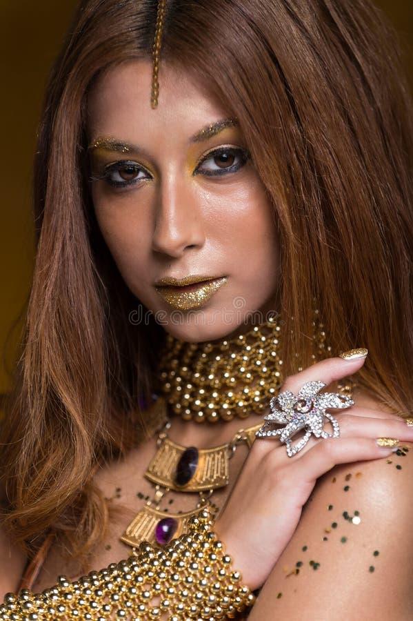 Portret van schoonheidsvrouw royalty-vrije stock afbeelding