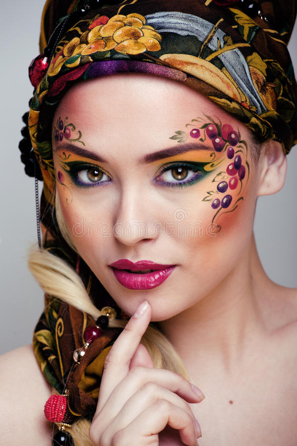 Portret van schoonheidsvrouw met gezichtsart. royalty-vrije stock foto's