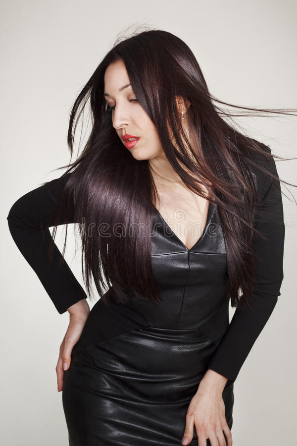 Download Portret Van Sexy Mooie Jonge Vrouw In Zwarte Leerkleding Stock Foto - Afbeelding bestaande uit portret, schoonheid: 54079342