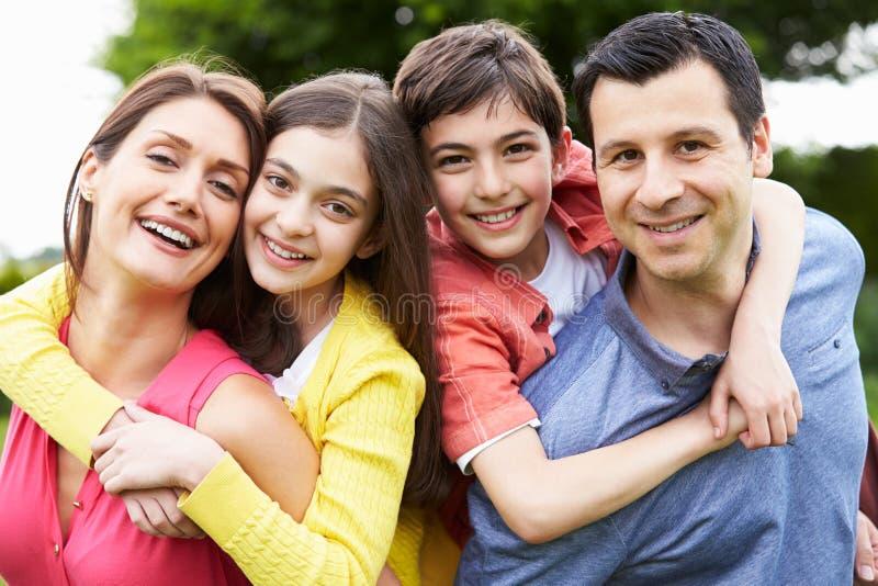 Portret van Spaanse Familie in Platteland stock fotografie