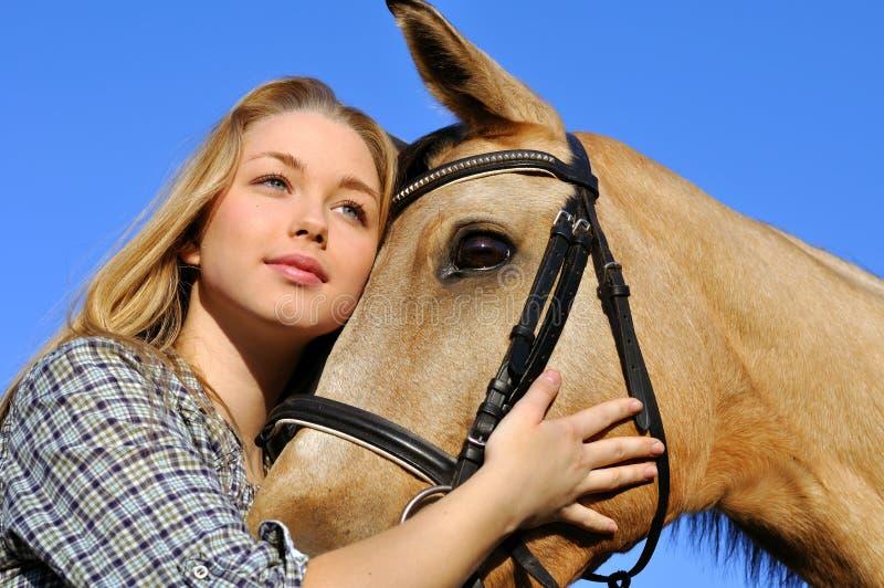 Portret van tiener en paard royalty-vrije stock foto