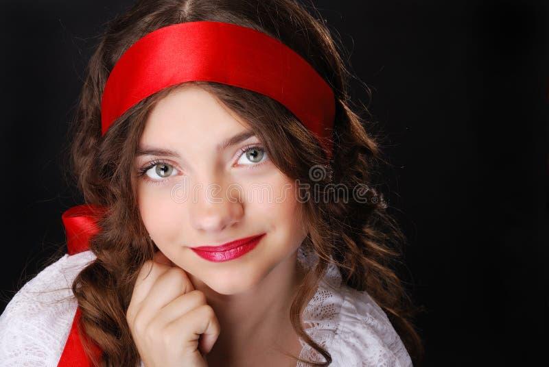 Portret van tiener met rood lint royalty-vrije stock fotografie