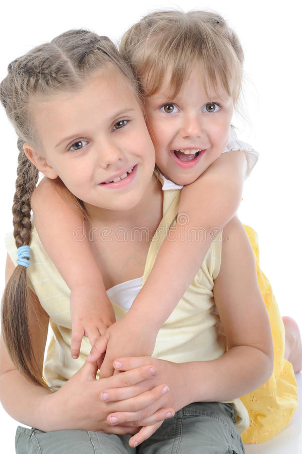 Portret van twee gelukkige zusters. stock afbeeldingen