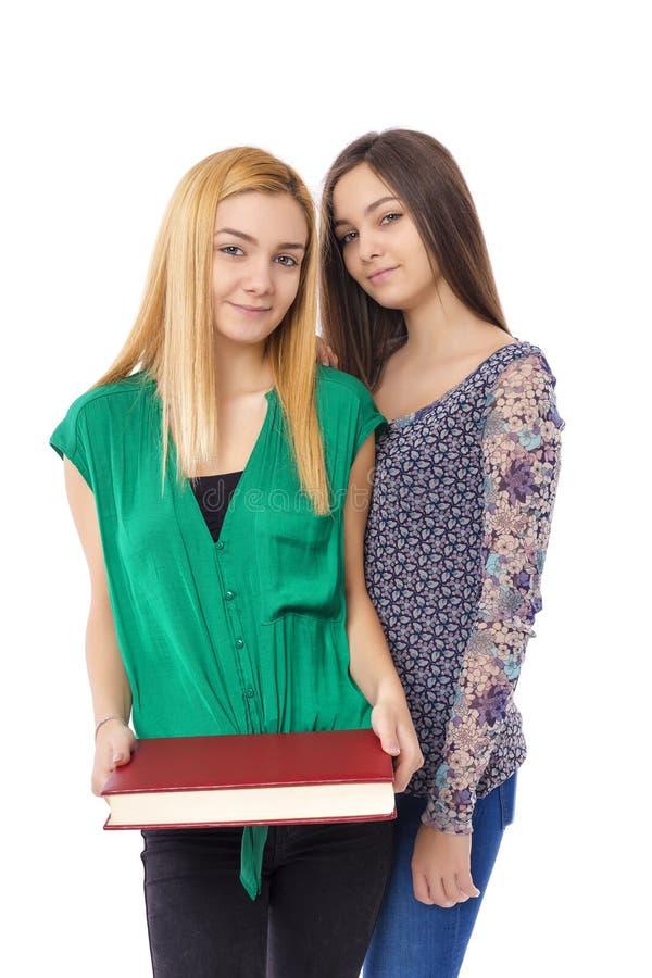 Portret van twee het mooie boek van de tienerholding over royalty-vrije stock afbeelding