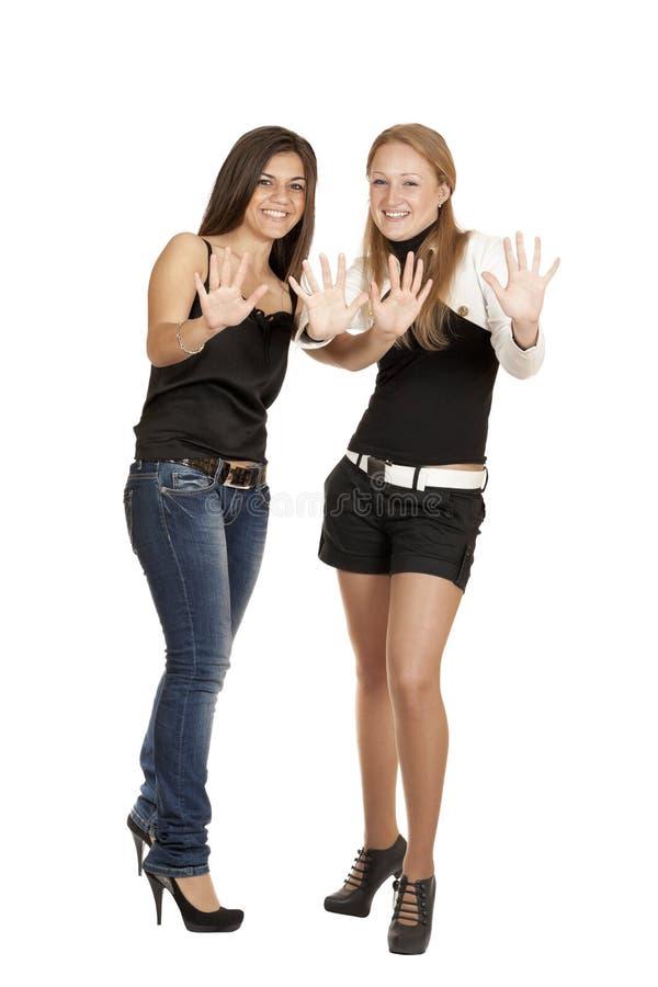 Portret van twee jonge meisjes in van gemiddelde lengte royalty-vrije stock afbeeldingen