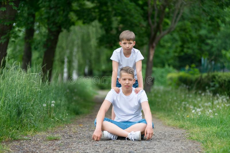 Portret van twee jongens royalty-vrije stock foto
