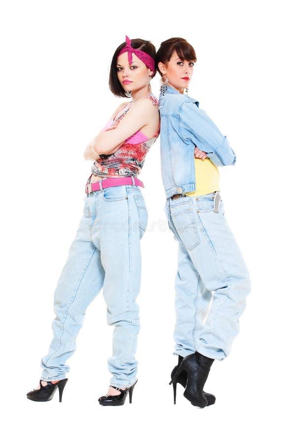 Portret van twee meisjes in jeans stock foto's