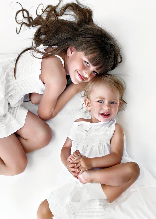 Portret van twee zusters royalty-vrije stock afbeelding