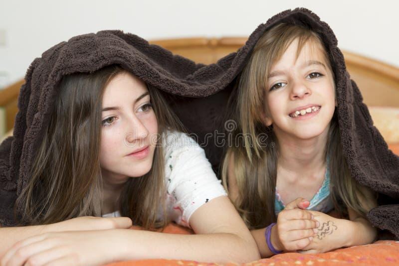 Portret van twee zusters royalty-vrije stock foto