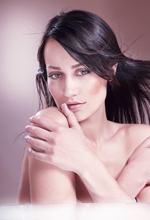 Portret van verleidelijke vrouw royalty-vrije stock afbeelding