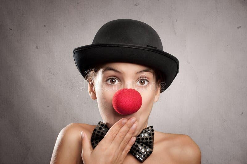 Portret van verrast meisje met een clownneus stock foto's