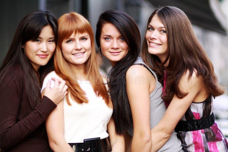Portret van vier stedelijke vrouwen royalty-vrije stock fotografie