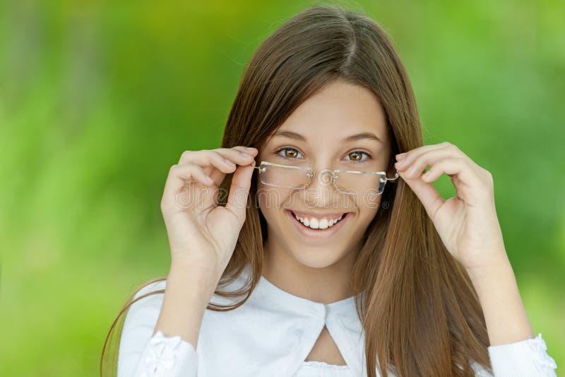 Portret van vrij donkerbruin meisje stock afbeeldingen