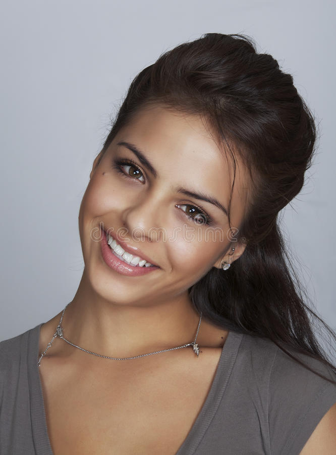 Portret van vrij het jonge vrouw glimlachen stock foto