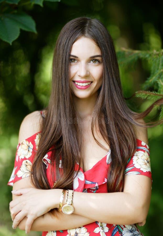 Portret van vrij jonge vrouwenclose-up stock foto