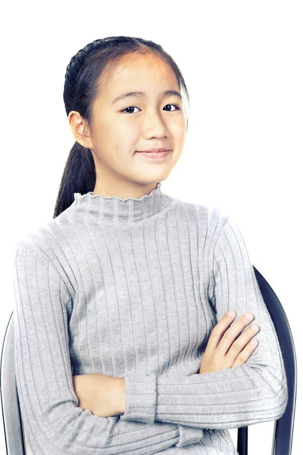 Portret van vrolijk Aziatisch tiener het glimlachen gezicht op witte backgr stock afbeeldingen