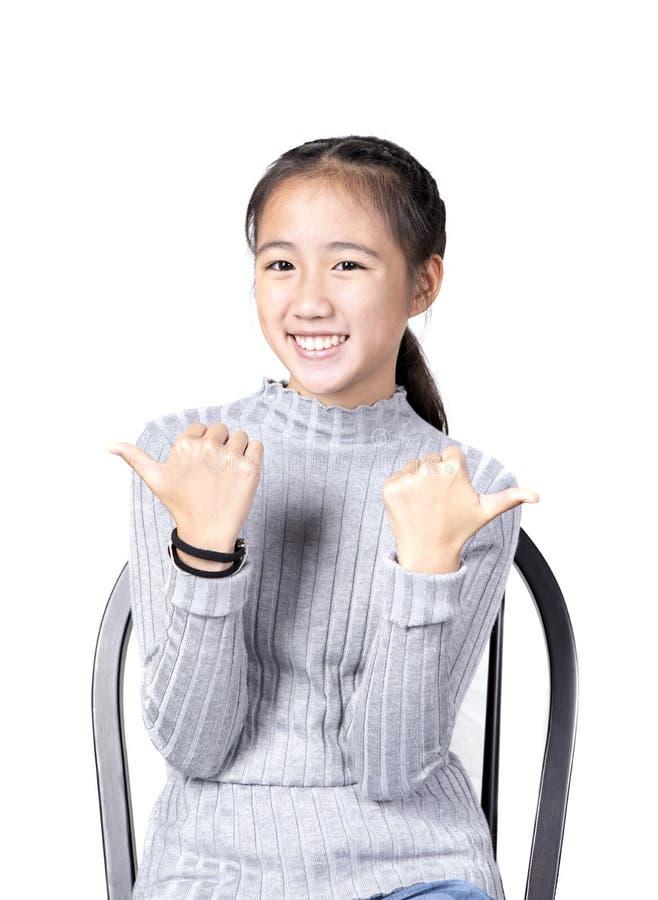 Portret van vrolijk Aziatisch tiener toothy het glimlachen gezicht op wit royalty-vrije stock fotografie