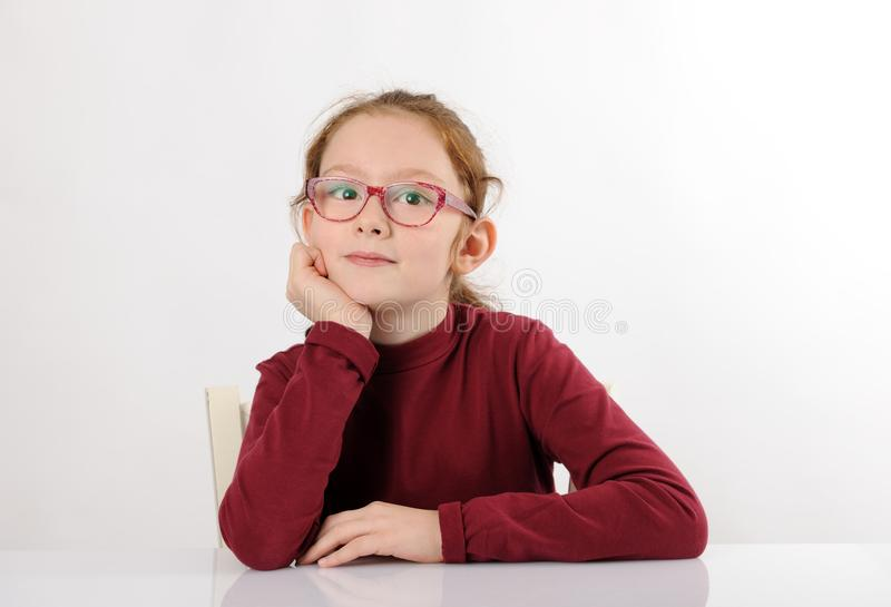 Portret van vrolijk schoolmeisje royalty-vrije stock afbeelding