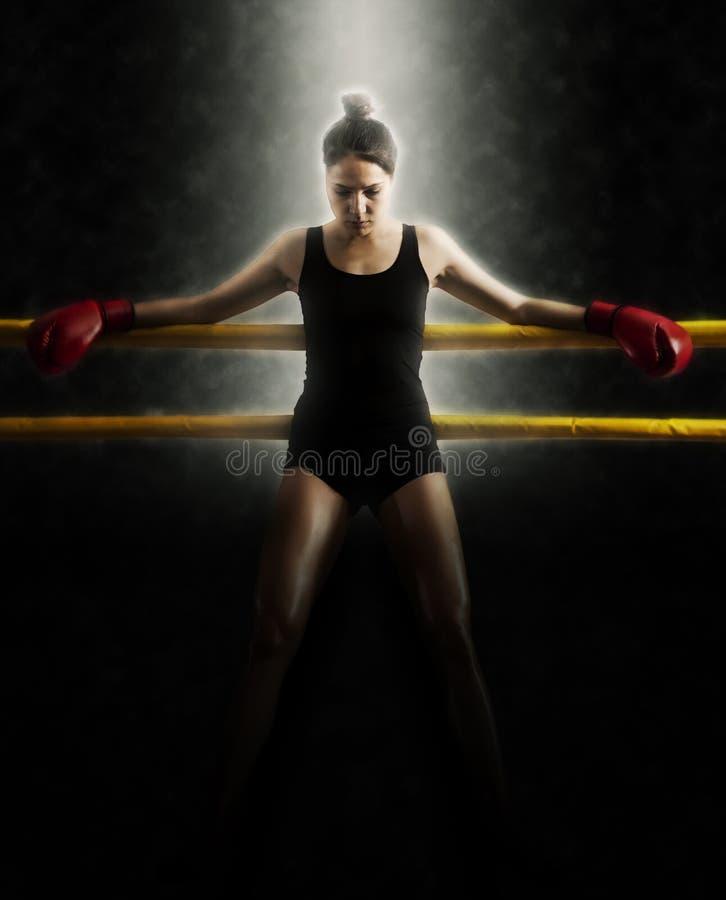 Portret van vrouw de boksring van de opleidingsgymnastiek royalty-vrije stock fotografie