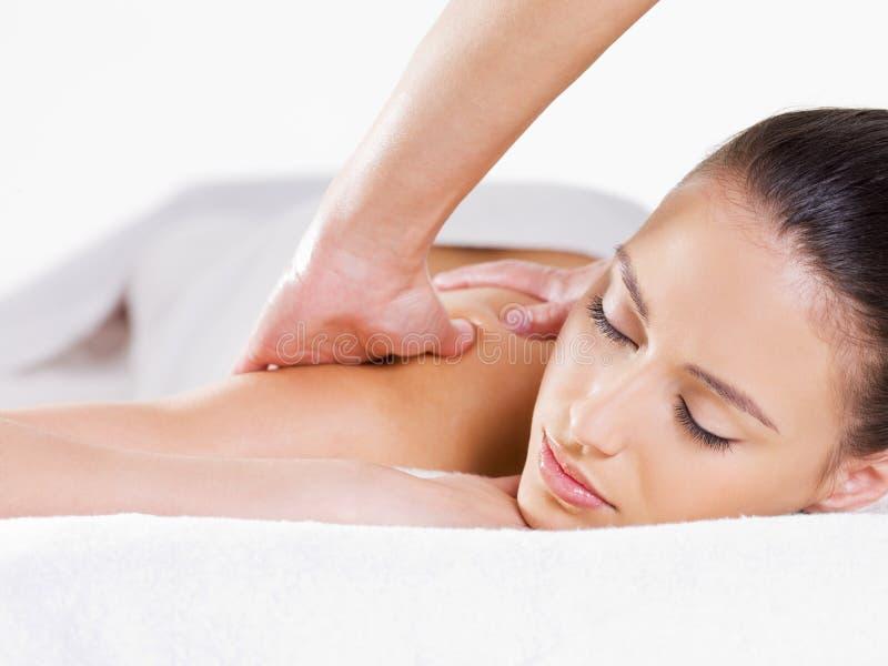 Portret van vrouw die massage heeft stock afbeelding