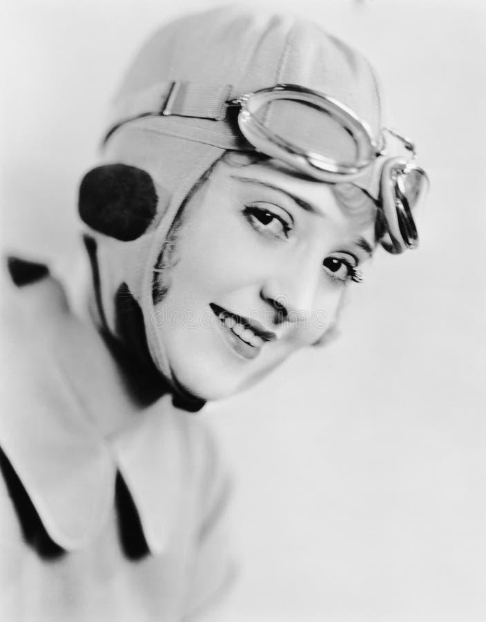 Portret van vrouw in het rennen van hoed en beschermende brillen (Alle afgeschilderde personen leven niet langer en geen landgoed stock fotografie
