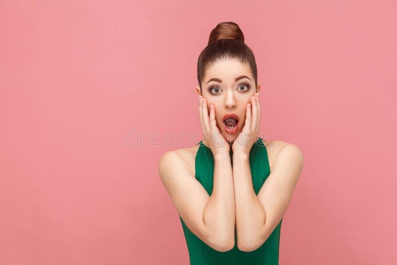 Portret van vrouw met geschokt gezicht stock afbeeldingen