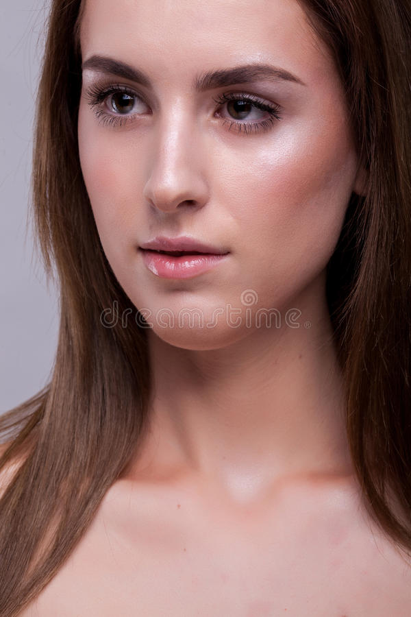 Portret van vrouw met perfecte huid en geen make-up stock fotografie