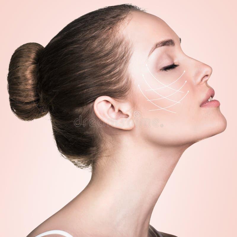 Portret van vrouw met pijlen op haar gezicht royalty-vrije stock fotografie