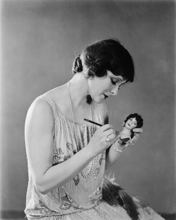 Portret van vrouw met pop (Alle afgeschilderde personen leven niet langer en geen landgoed bestaat Leveranciersgaranties die daar royalty-vrije stock foto's