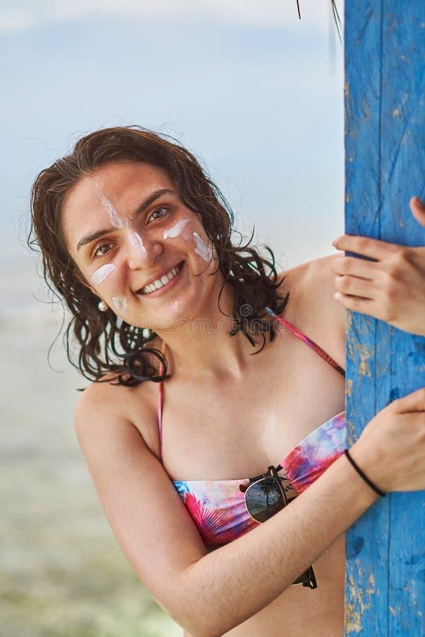 Portret van vrouw met zonroom royalty-vrije stock fotografie