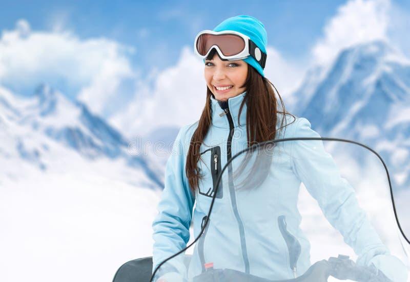 Portret van vrouw op sneeuwscooter royalty-vrije stock foto