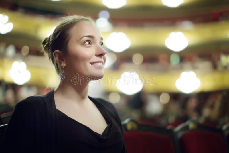 Portret van vrouw in Opera Teatre royalty-vrije stock afbeeldingen