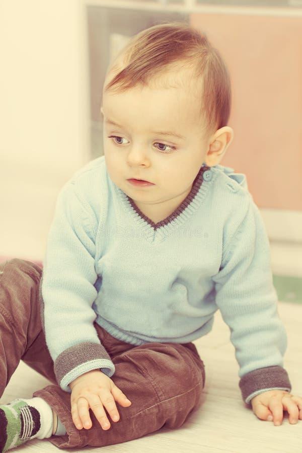 Portret van weinig jongen stock afbeelding