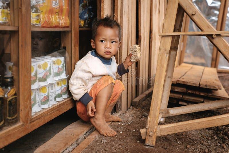 Portret van weinig jongen de heuvelstam van van Padaung (Karen) stock afbeelding