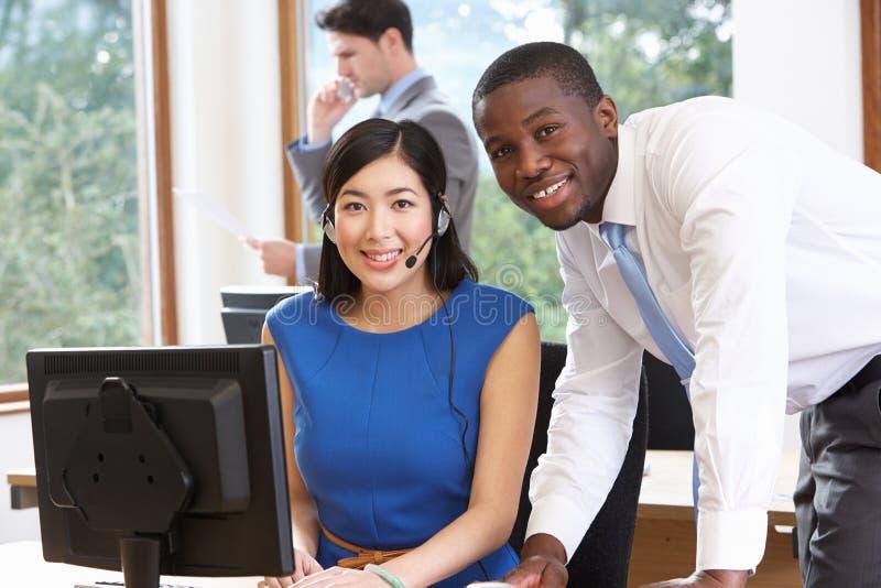 Portret van Zaken Team Working In Office stock foto