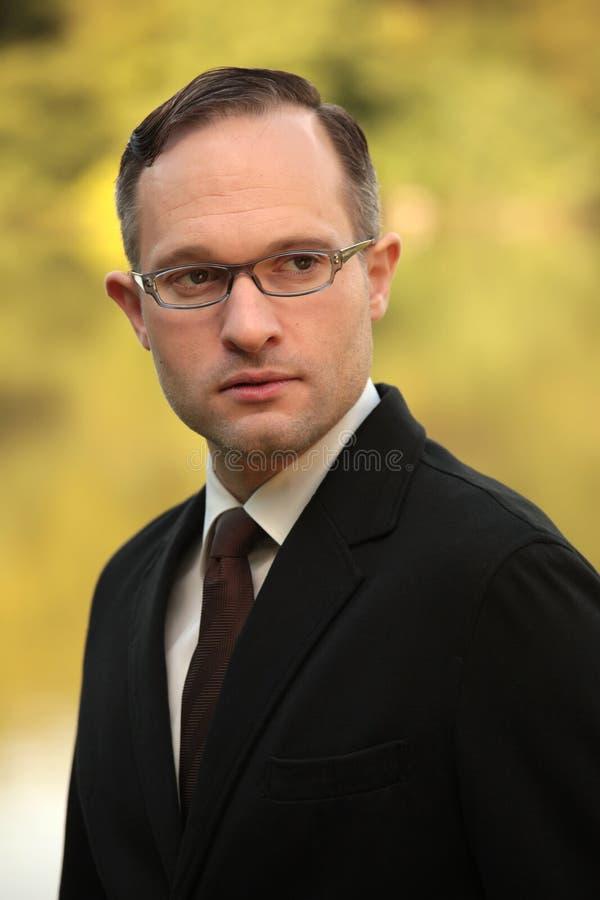 Portret van zakenman die glazen draagt royalty-vrije stock fotografie