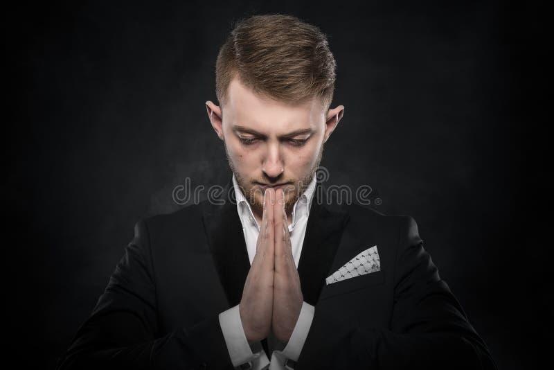 Portret van zakenman het bidden of het denken royalty-vrije stock foto