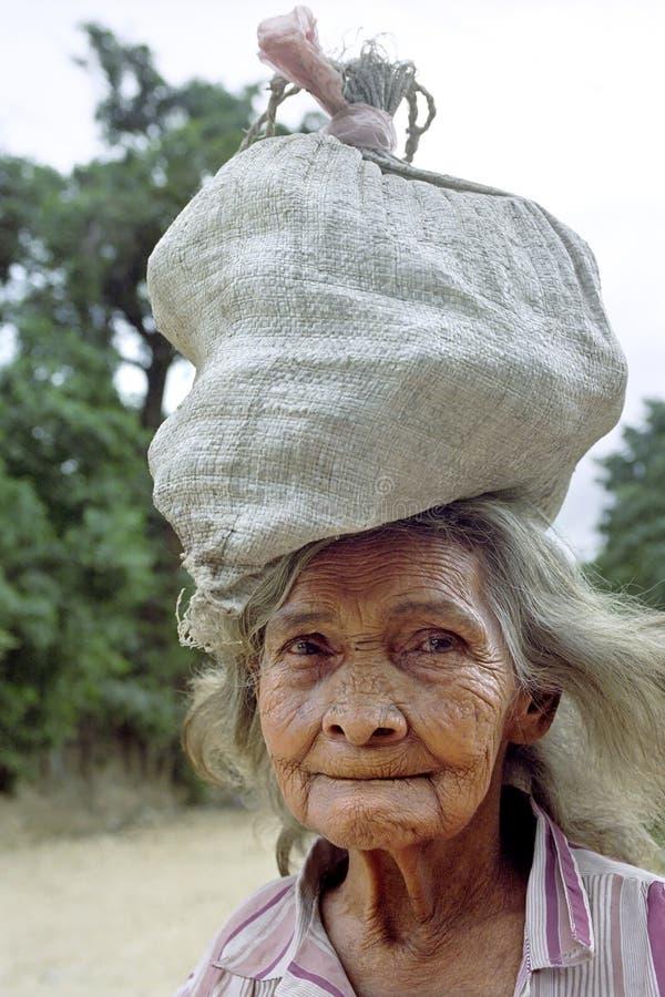 Portret van zeer oude Latino vrouw, Nicaragua royalty-vrije stock afbeelding