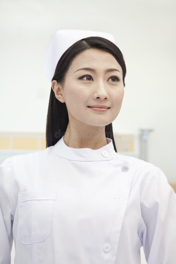 Portret van zekere en mooie Verpleegster, China stock foto