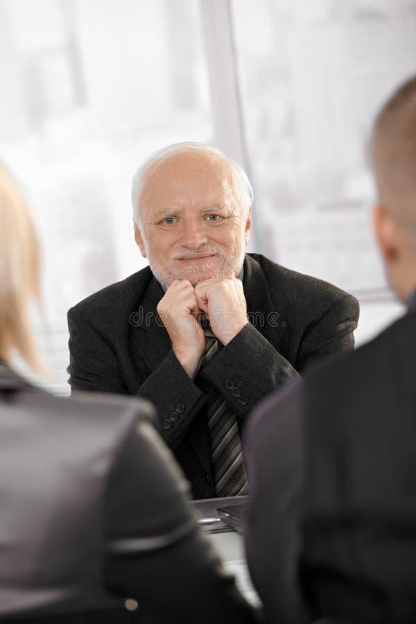 Portret van zekere hogere zakenman royalty-vrije stock foto