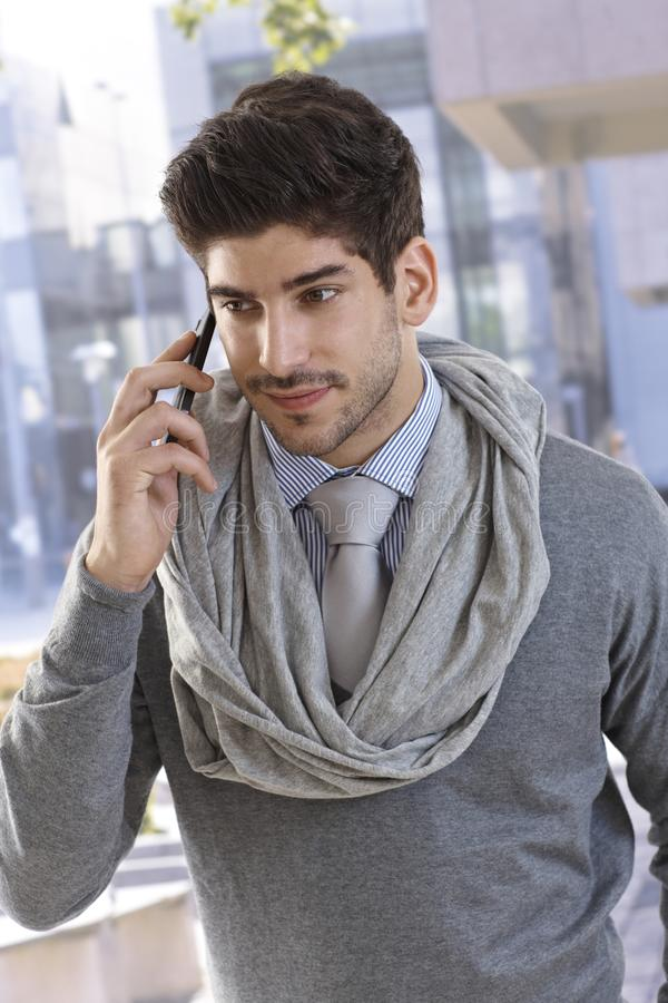 Portret van zekere zakenman op telefoongesprek royalty-vrije stock foto's