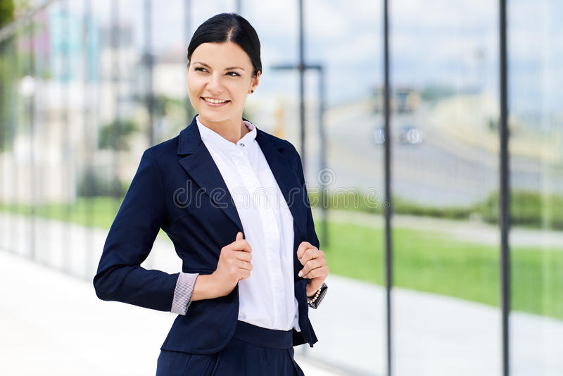 Portret van zelfvertrouwen bedrijfsvrouw royalty-vrije stock afbeelding