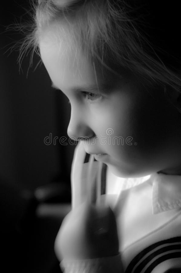 Portret van zes éénjarigenmeisje in zwart-wit royalty-vrije stock foto